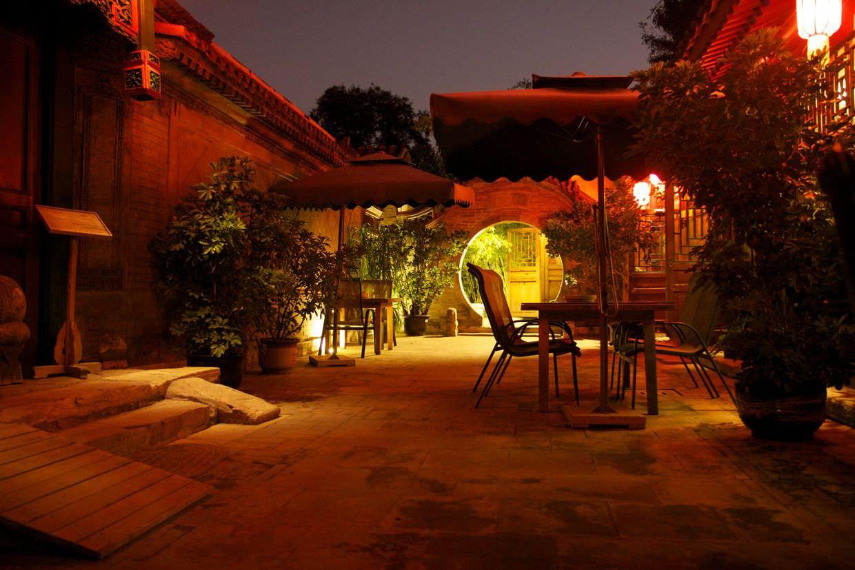 Courtyard 7 at night
