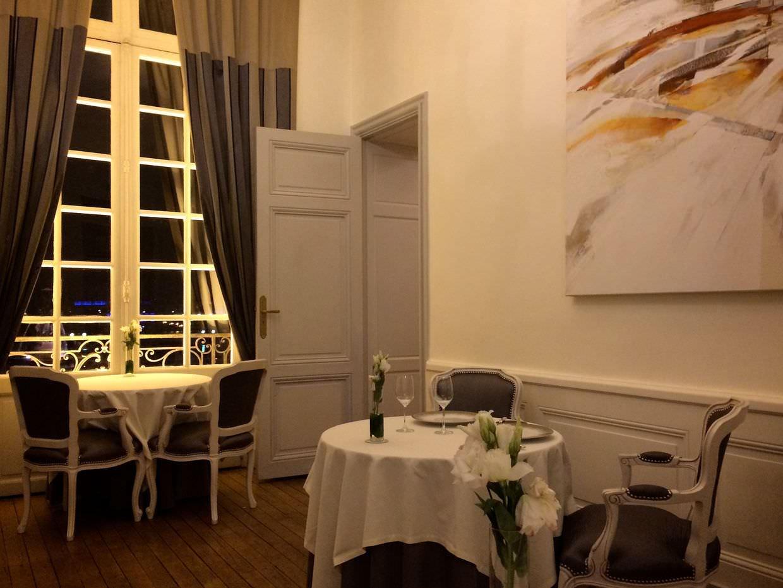 Le Gabriel Restaurant decor
