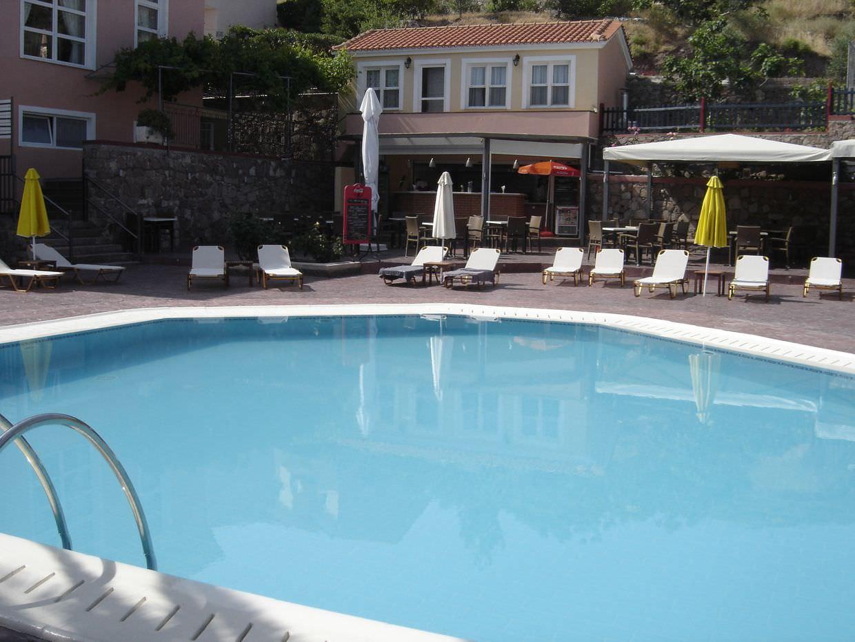 Sun Rise Hotel swimming pool