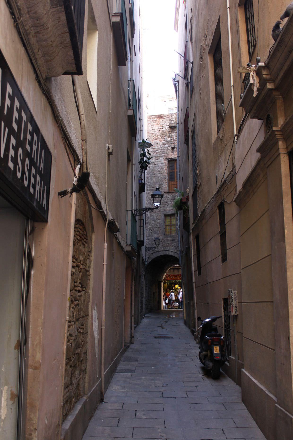 Narrow streets of the Barri Gòtic quarter