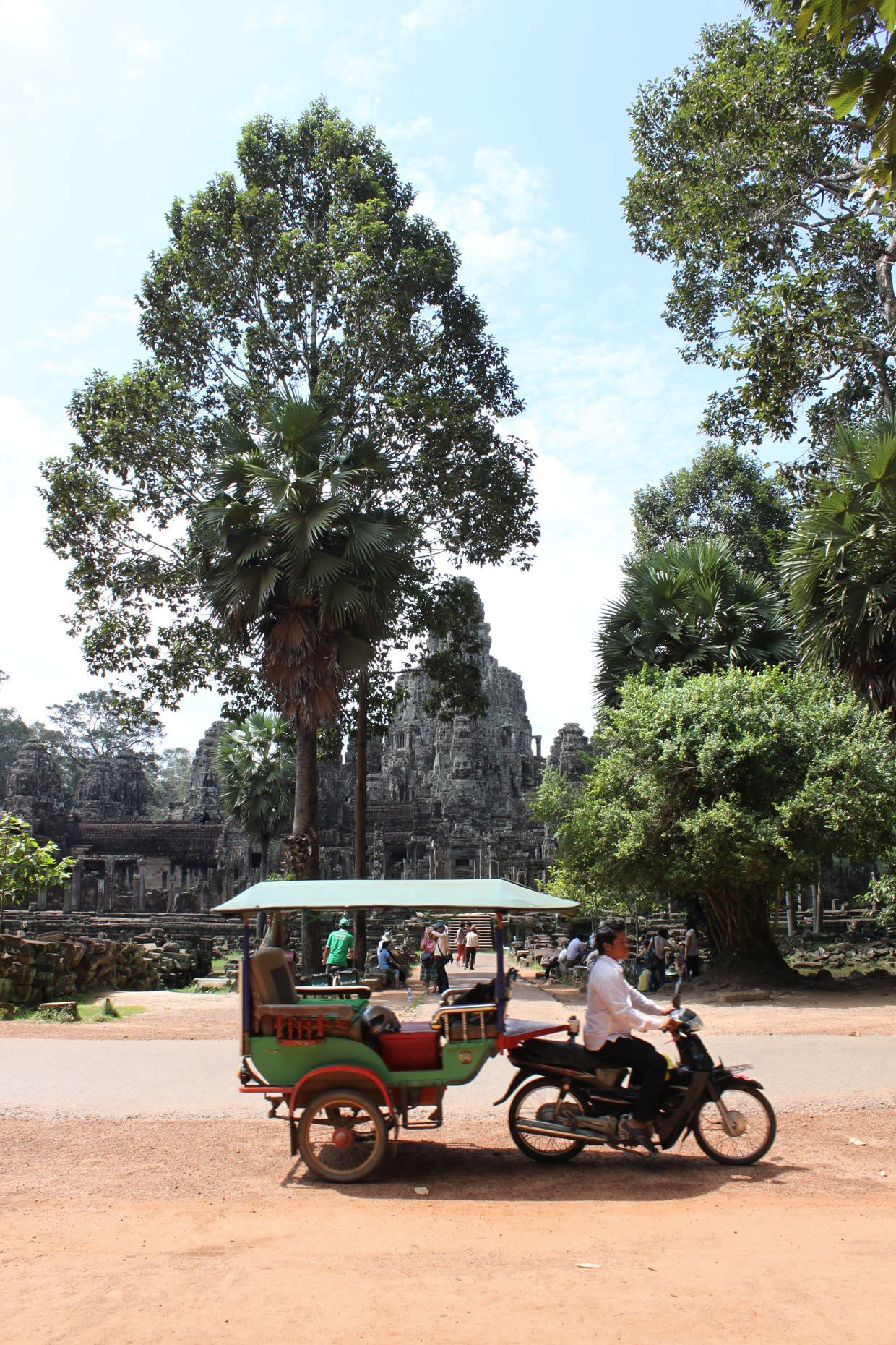 Looking back at Bayon temple