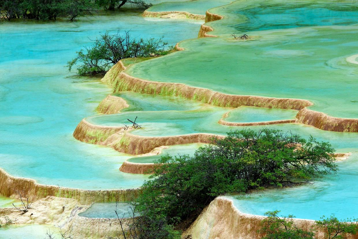 The stunning turquoise pools of Huanglong