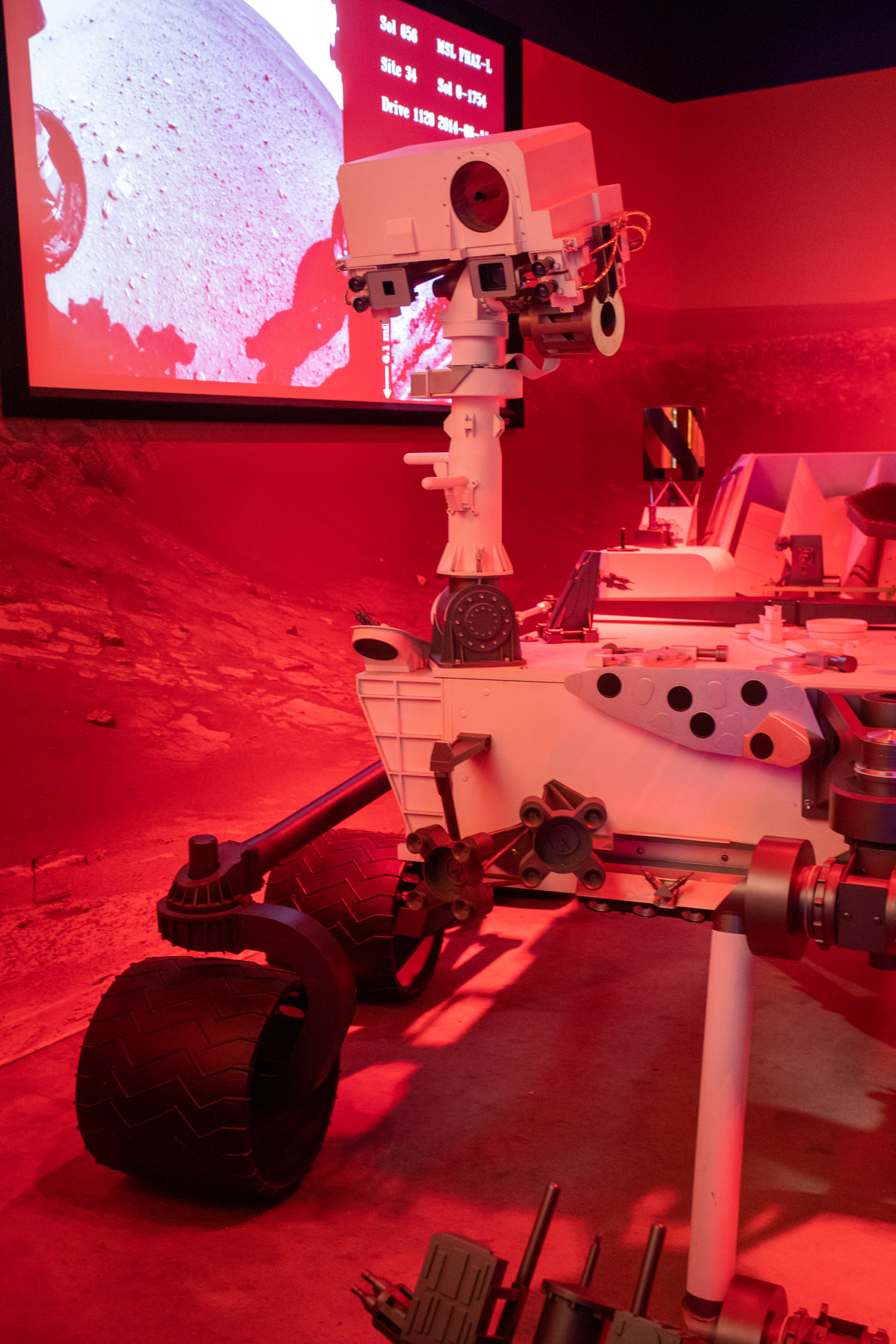 A lifesize replica of the Curiosity rover