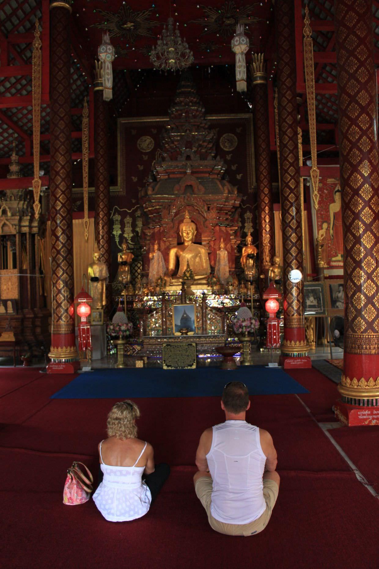 Wat Chiang Man interior