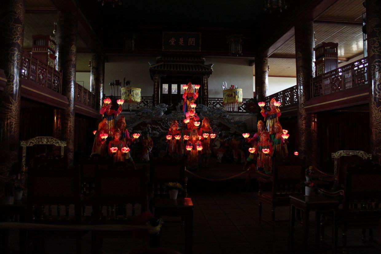 A spectacular lantern dance