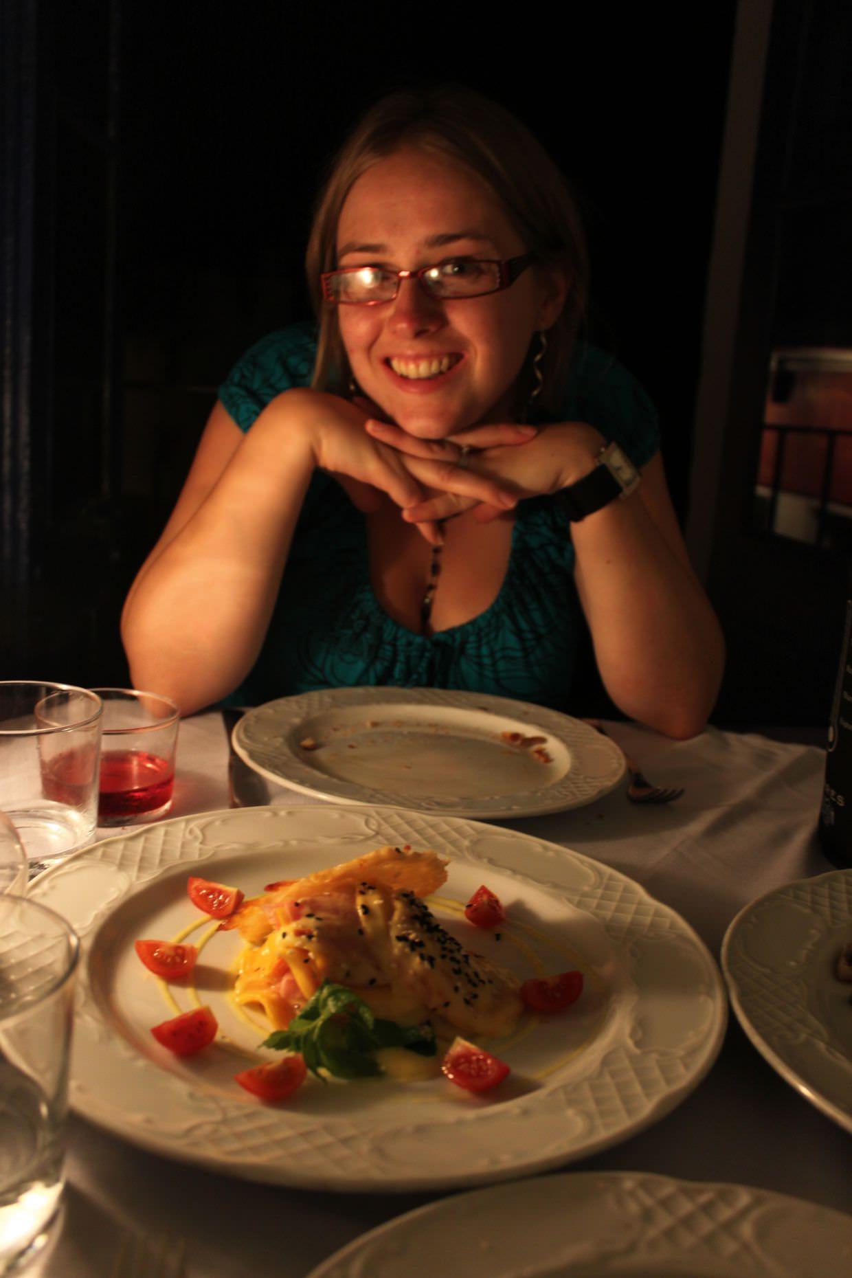 Samantha with our tuna fish and mango carpaccio, at Casa Nun