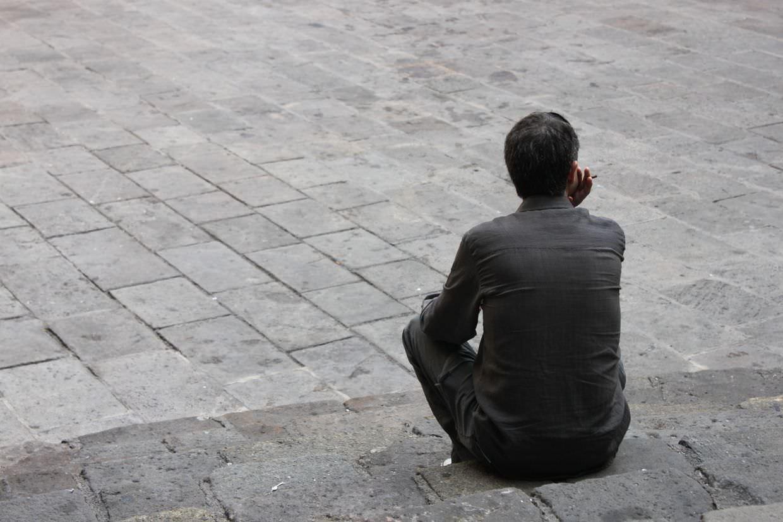 Man smoking in Plaça del Rei