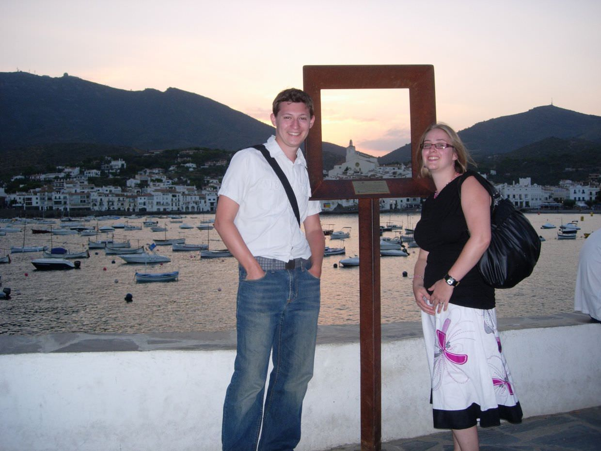 Posing with the framed view of Cadaqués